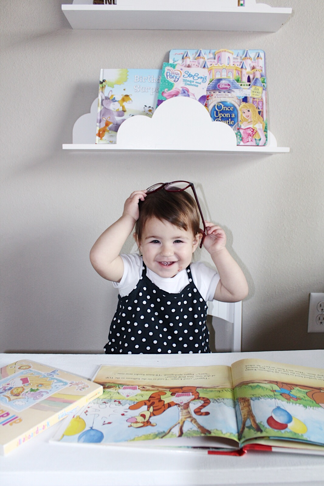 Reading and drawing space for toddlers. Easy and fun ideas for small spaces.
